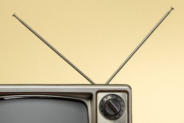 CAN I USE AN INDOOR ANTENNA FOR DIGITAL TV?